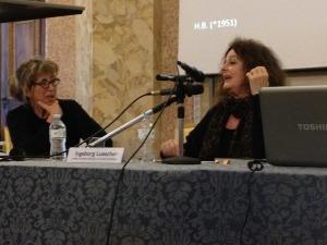 Bianca Tosatti (à gauche) et Ingeborg Luescher lors d'un colloque, Cremona, décembre 2013.
