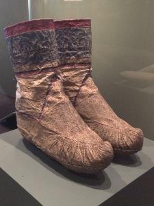 Paire de bottes de femme, peau de saumon, de carpe et de hucho
