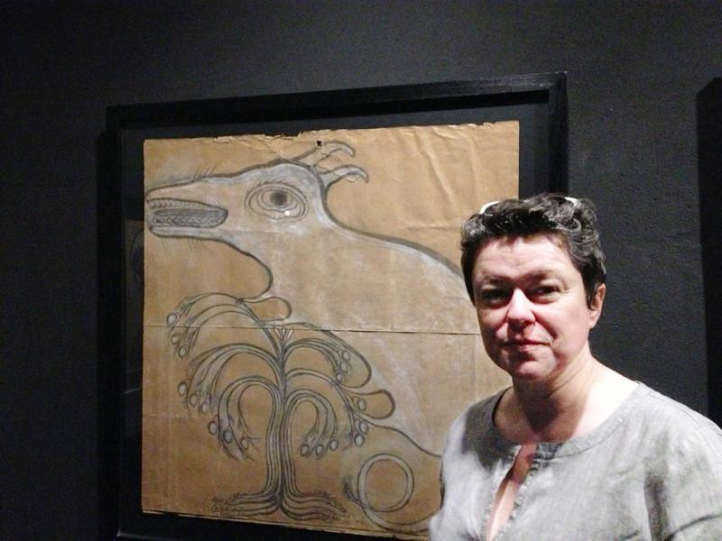 Laure Murat, professeure à l'Université de Los Angeles, découvre la Collection<br/>de l'Art Brut