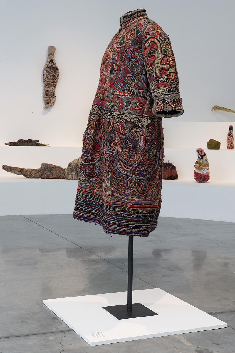 La robe de Bonneval, une parure vestimentaire pour entrer dans l'au-delà.