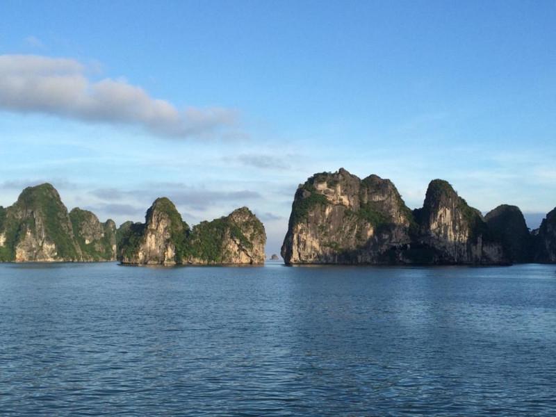 Leçon de perspective au Vietnam, dans la Baie d'Halong